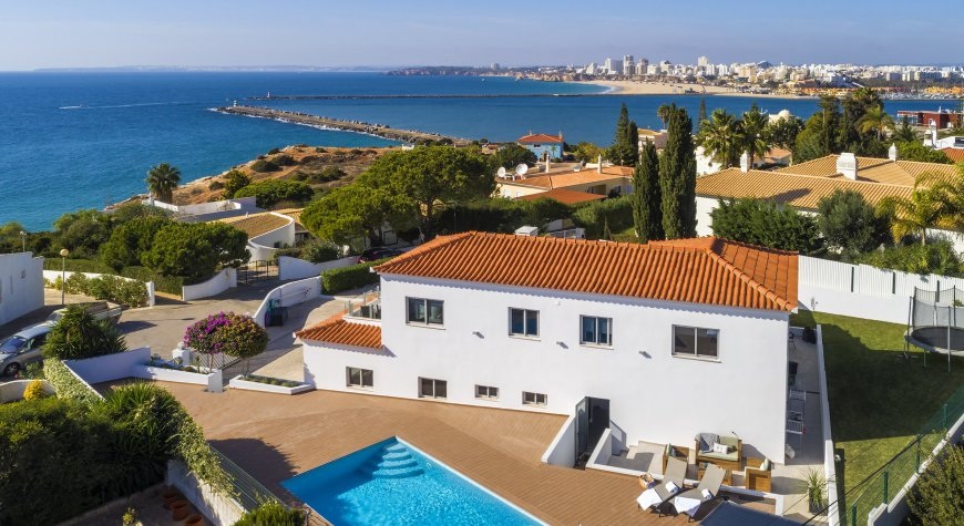 Villa Pintadinho - Luxury villa only 100 meters from the beach offering stunning sea view
